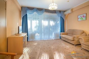 2-местный 2-комнатный номер Семейный гостиная.jpg