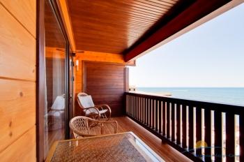 2-местный 1-комнатный номер Бунгало с видом на море балкон.jpg