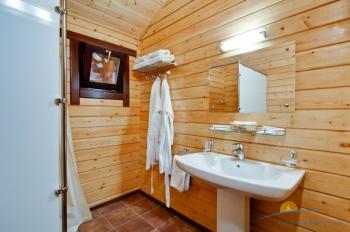 2-местный 1-комнатный номер Бунгало с видом на море санузел.jpg