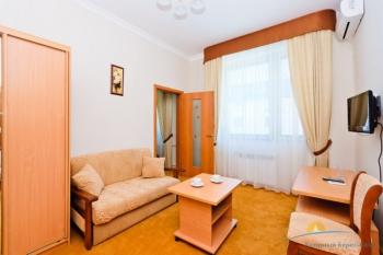 2-местный 2-комнатный номер Стандарт Семейный с доп. местом гостиная.jpg