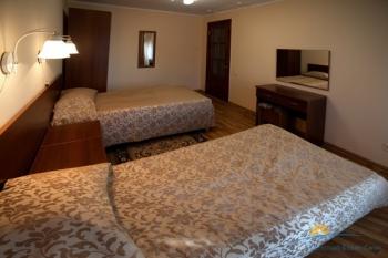 2-местный 2-комнатный номер Стандарт Семейный с доп. местом спальня.jpg