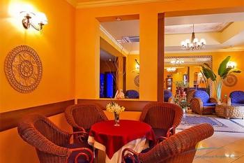 Холл в отеле Алекс Бич.jpg