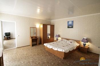 2-местный 2-комнатный номер Стандарт FAMILY (KING) спальня.jpg