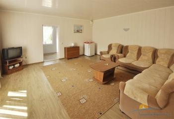 2-местный 2-комнатный Семейный гостиная.jpg
