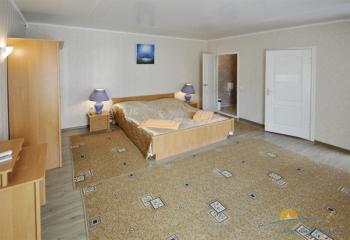 2-местный 2-комнатный Семейный спальня.jpg