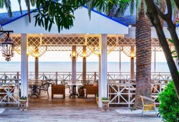 Летнее кафе на пляже санат.jpg