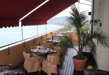 Ресторан Винодел - терраса.jpg
