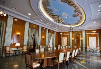 Зал переговоров Белый зал в корп 1 Империал.jpg