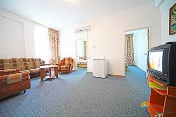 гостиная 4-местного 3-комнатного Семейного номера.jpg