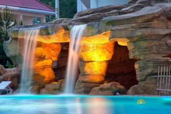 Водопад в бассейне.jpg