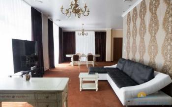 6-мест  VIP Apartament Осн. корпус - гостиная.png