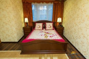 2-местный 2-комнатный Люкс с сауной спальня.jpg