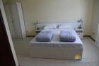 Двуспальная кровать в номере Люкс