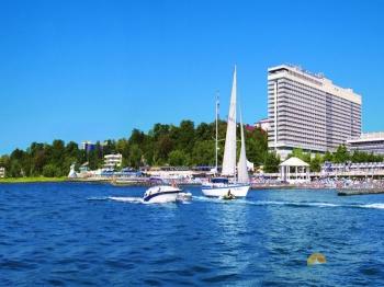 Вид на отель с моря.jpeg