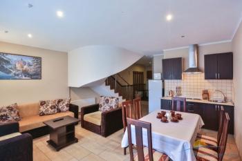 2-уровневые апартаменты - гостиная.jpg