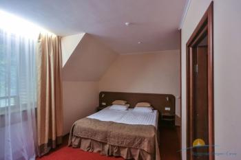 2-уровневые апартаменты - спальня (2).jpg