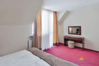 2-уровневые апартаменты - спальня.jpg