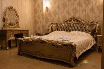 7-мест 5-комн Премиум-Апартаменты - спальня 1.jpg
