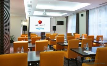 Большой конференц-зал в отеле.jpg