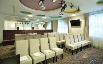 Малый конференц-зал отеля.jpg