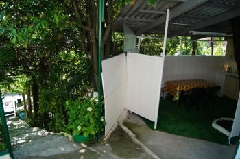 лестница от калитки и кухня.JPG