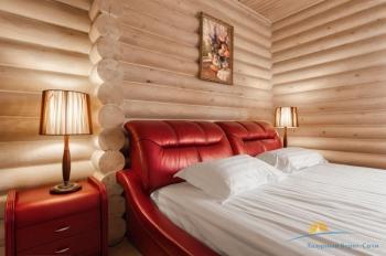 4-местный коттедж VIP - спальня.jpg