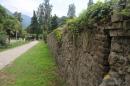 Крепостная стена и дорога