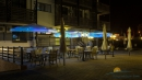 открытое кафе в вечернее время