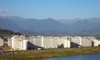 Вид отеля со стороны моря.jpg