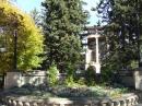 Парк отеля и цветочные клумбы