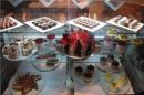 Большой выбор вкусных десертов в лобби-баре