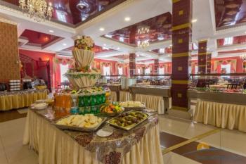 Зал ресторана Афина Шв стол.jpg