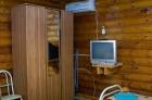 шкаф и телевизор в номере