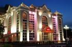 Вид на отель в ночное время