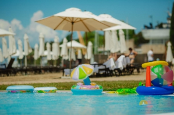 детский бассейн у моря.jpg
