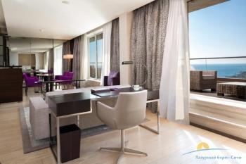 2-комнатный Sea View Suite Terrace -  обеденная и рабоч зона.jpg