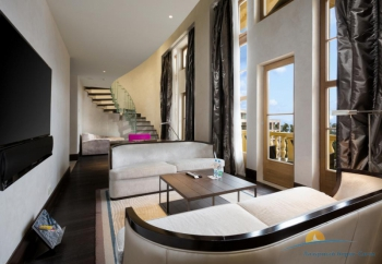 2-уровневый «Grand Duplex Suite»  - зона гостиной.jpg