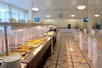 шведский стол ресторана.jpg