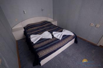 2-местный 2-комнатный номер повышенной комфортности спальня.jpg