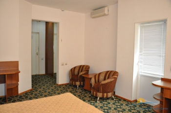 2-местный 2-комнатный номер Люкс спальня.JPG
