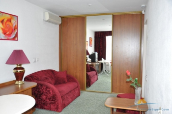 2-местный 2-комнатный Полулюкс гостиная.JPG