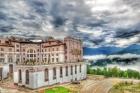 общий вид на отель и горы