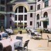 открытая терасса отеля