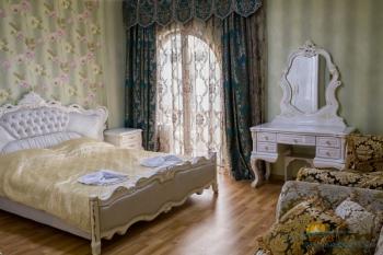 3-мест 2-комн Премиум Апартаменты - спальня.jpg
