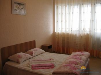4-мест 3-комн Люкс Евро апартамент - спальня.jpg