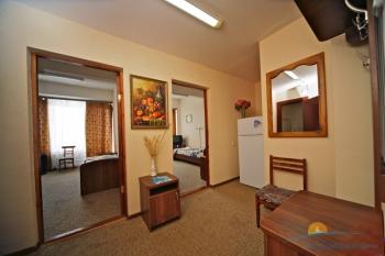 4-местный 2-комнатный вход в спальни.jpg