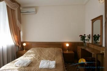 Люкс спальня Приморский корпус.jpg
