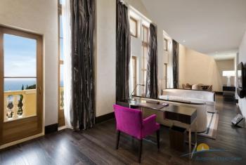 2-уровневый «Grand Duplex Suite» - гостиная.jpg