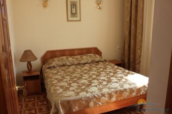 4-местный 2-комнатный «Люкс» спальня.jpg